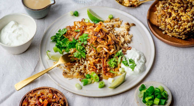 Proef deze heerlijke Mudjaddara linzenschotel van Miras Food