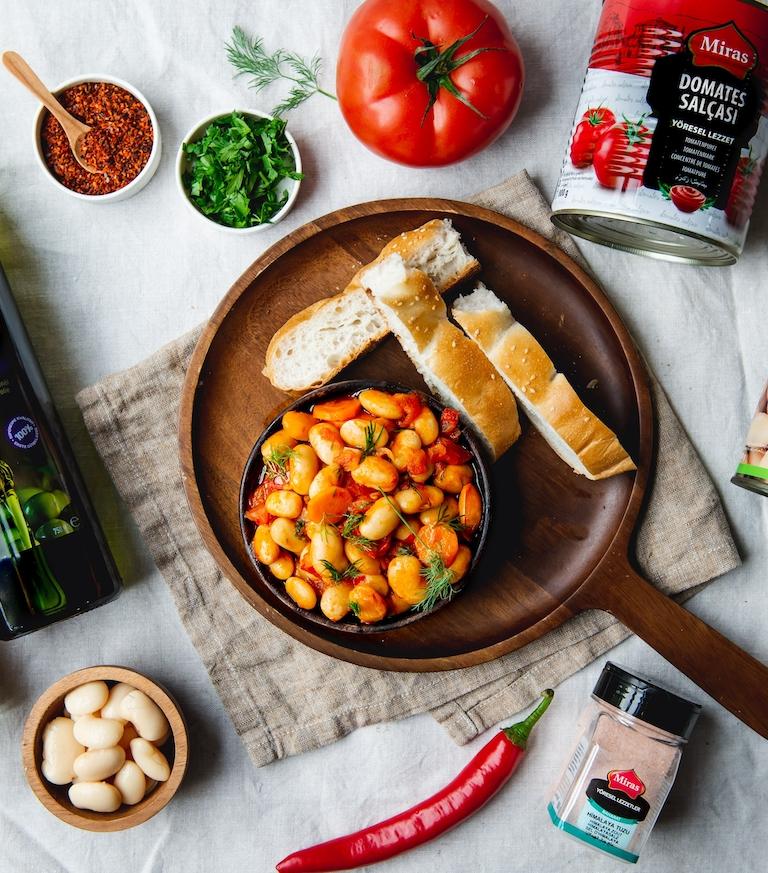 Hoe wil je deze heerlijke reuzenbonen maken? Lees dit recept van Miras Food voor de mogelijkheden